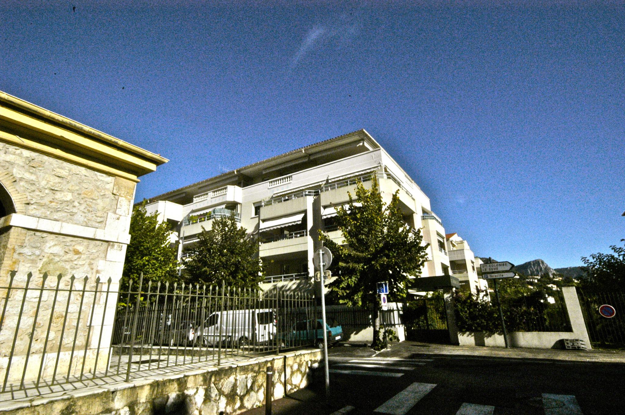 Location deux pieces residentiel centre ville for Piscine b24